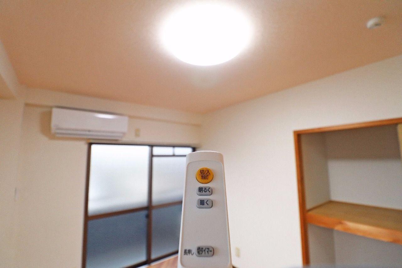 LED照明になっていて、明るさ調節も可能。お部屋をしっかり明るくしてくれます。