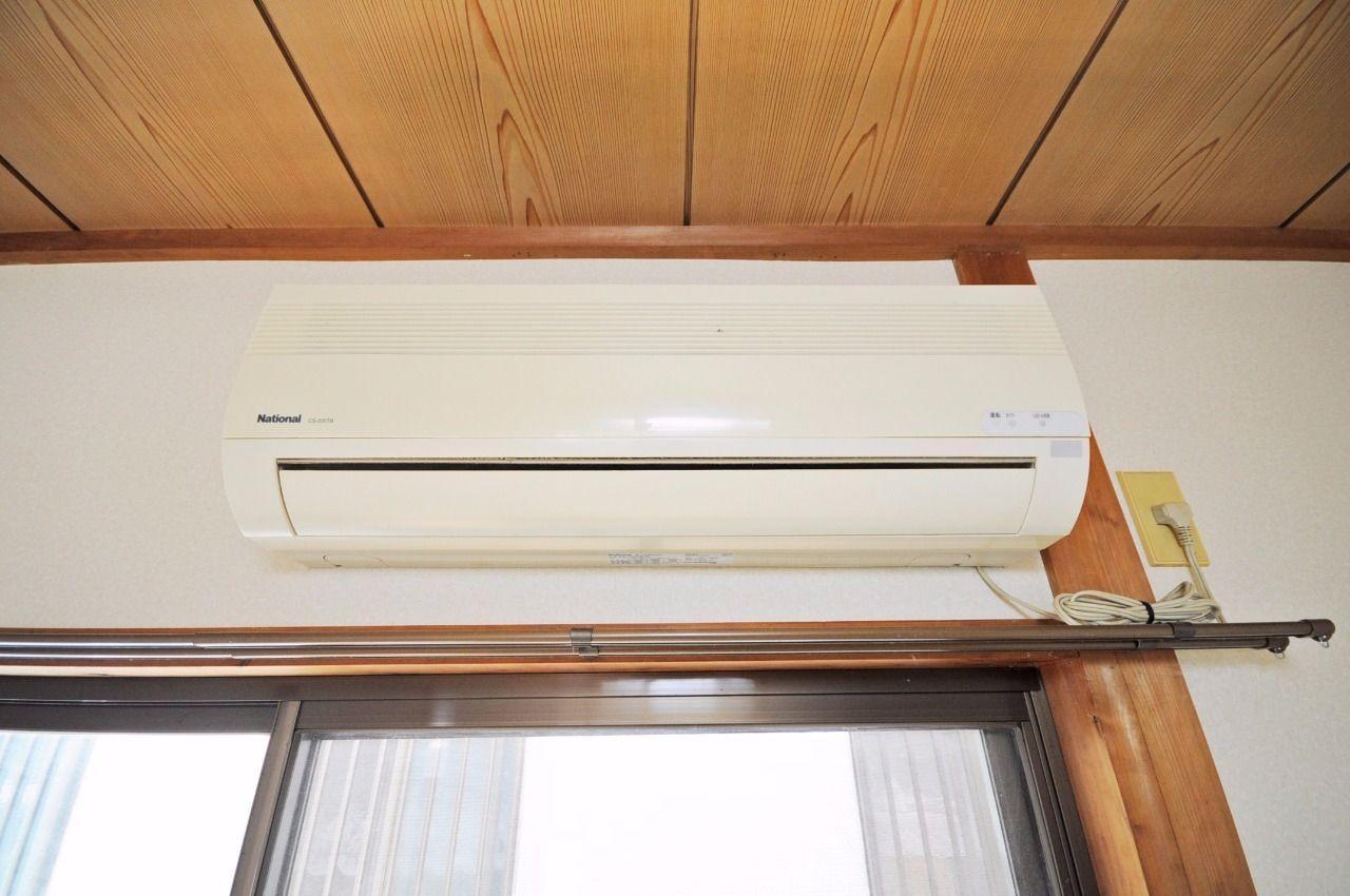 1階と2階の和室に、合わせて2台エアコンが設置してあります。