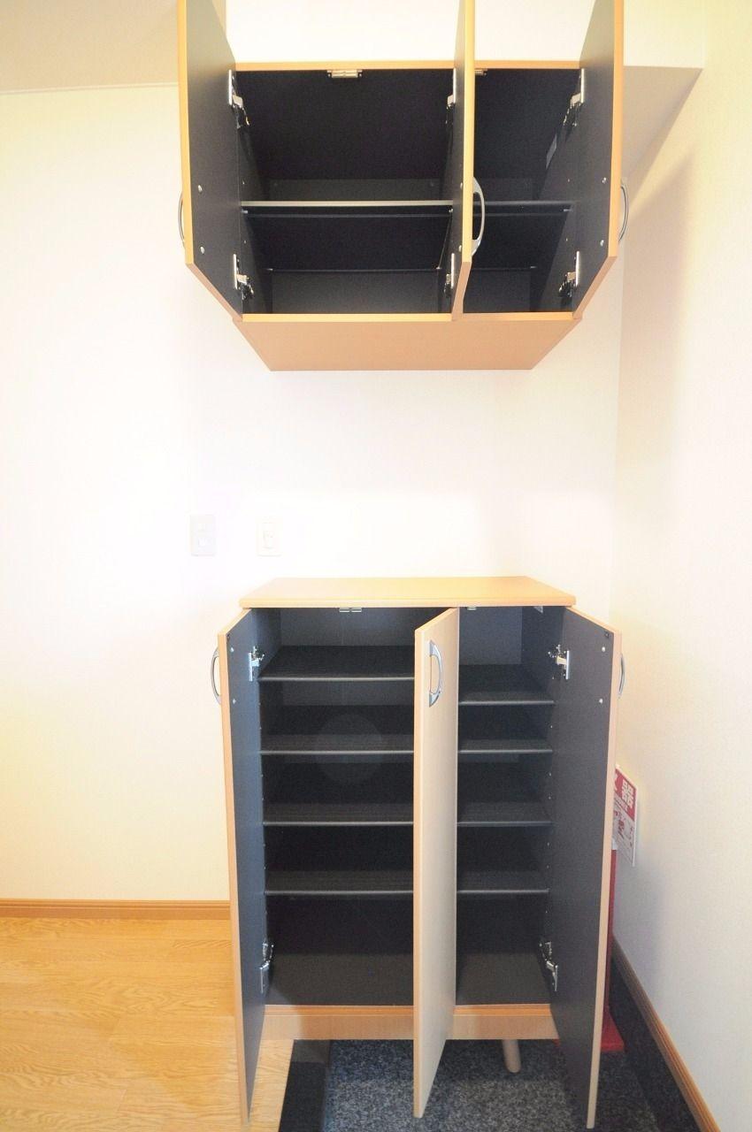 上段と下段がある収納力高めの下駄箱が標準装備!