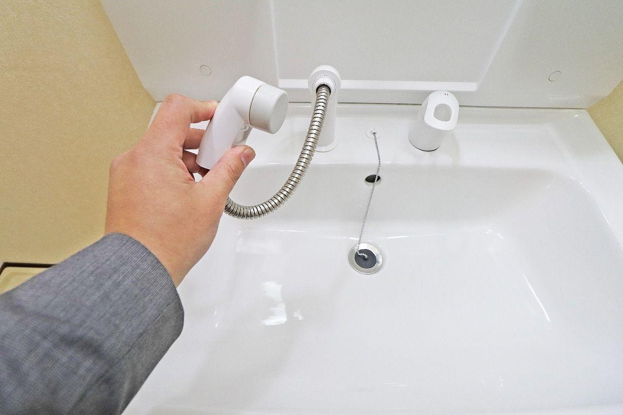 朝の寝癖直しはこれで簡単!無くてもいいけど、あったら便利なシャワー式。