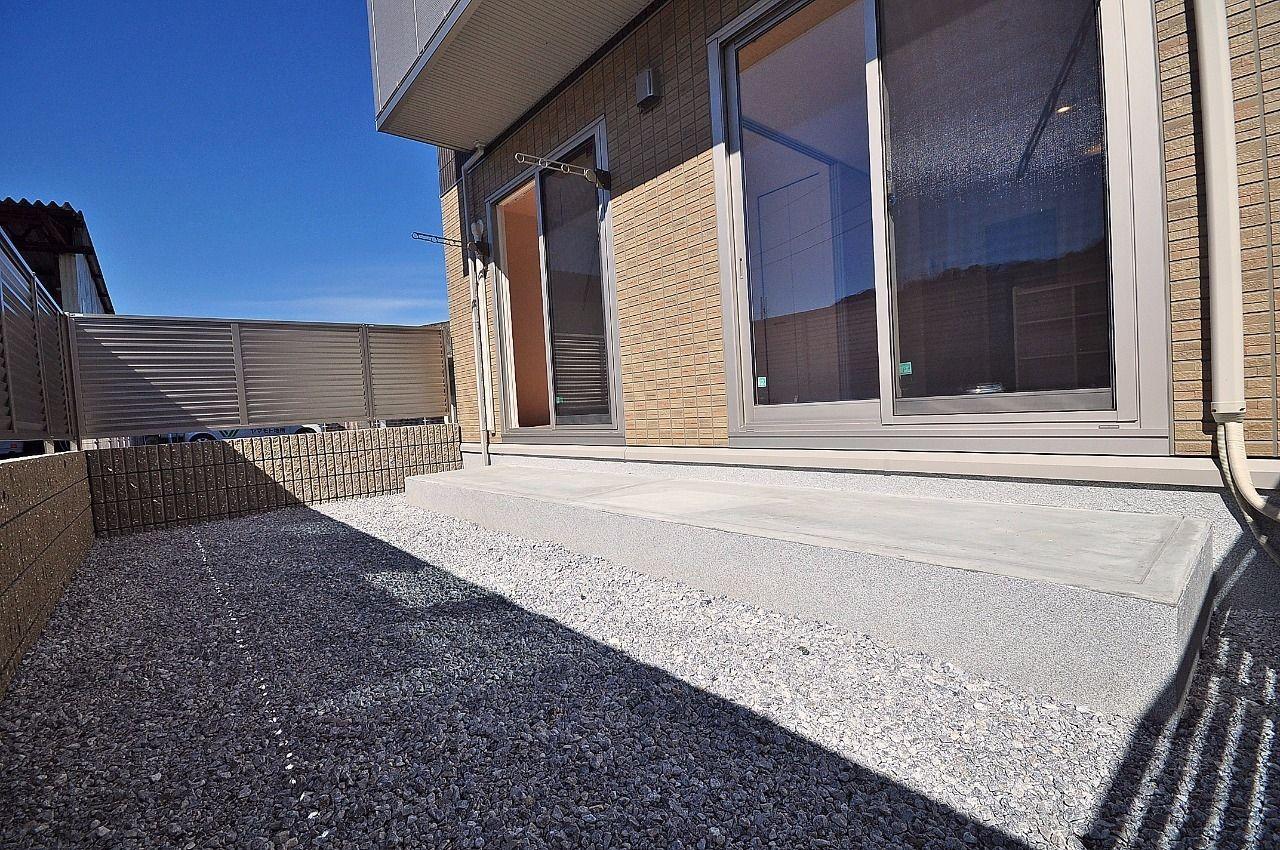 広々とした専用庭。大きいバカンスチェアを置いて日光浴なんてこともできちゃいます!