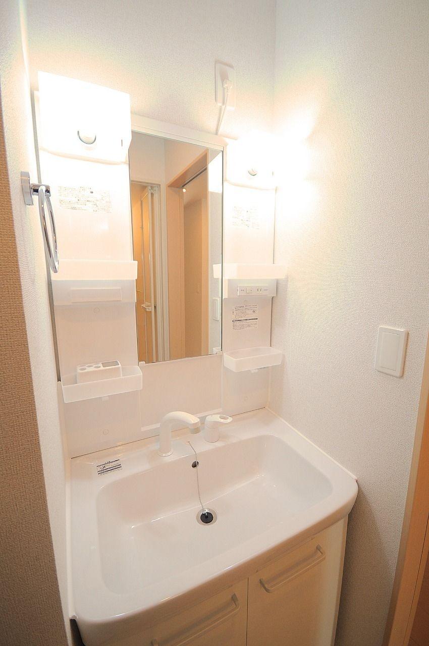 この洗面台はとても良いもの!というわけではありませんが、タオル掛けの位置!絶妙な高さじゃないですか?笑