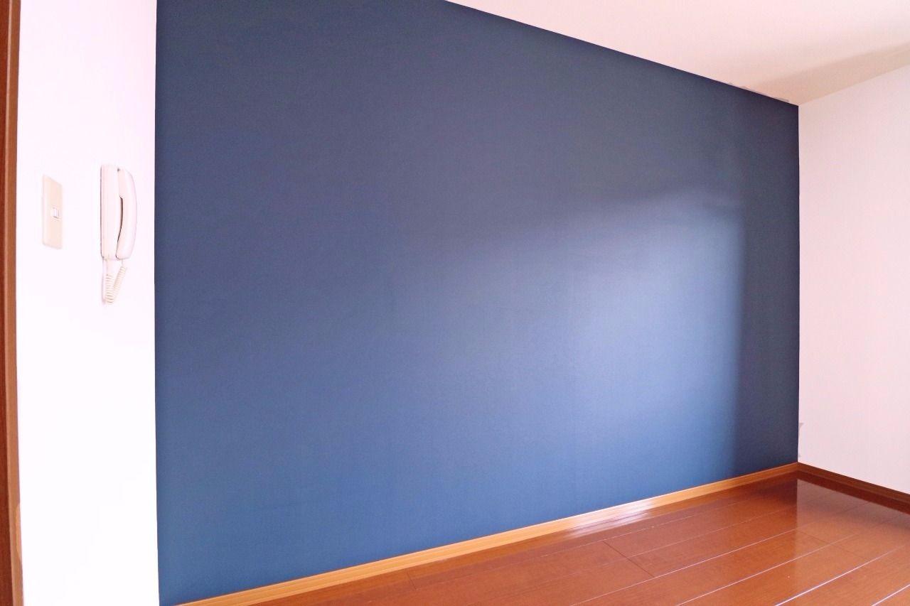 お洒落な黒板クロス。チョークで絵を書くことが可能なのでお部屋の印象もガラッと変わると思います。忘れちゃいけない大事なことを書き込むのもアリ!(簡単にタオルでOFFできます)