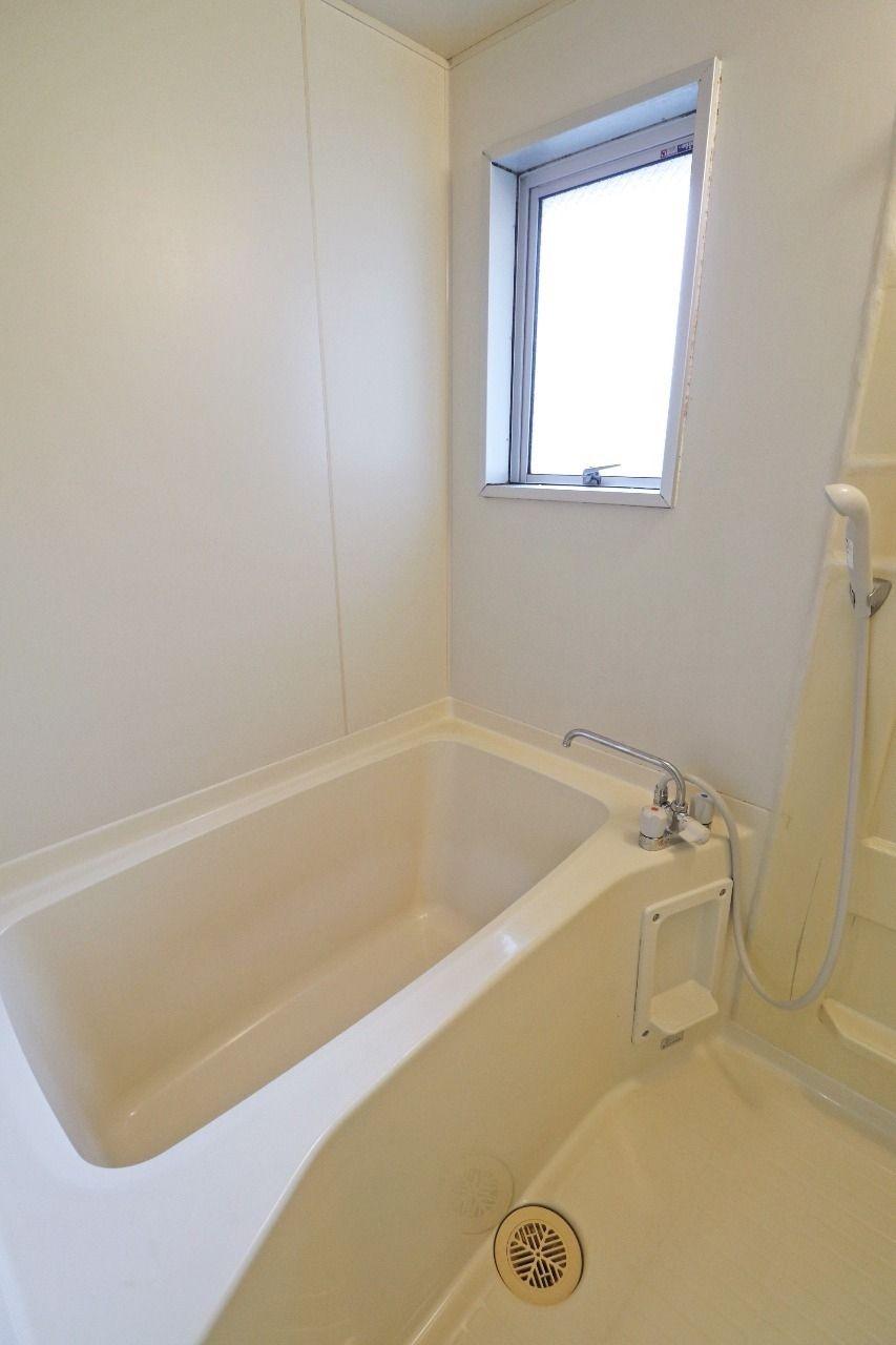 浴室窓が付いていて、換気能力に優れます。さらに浴室の明るさもアップ!