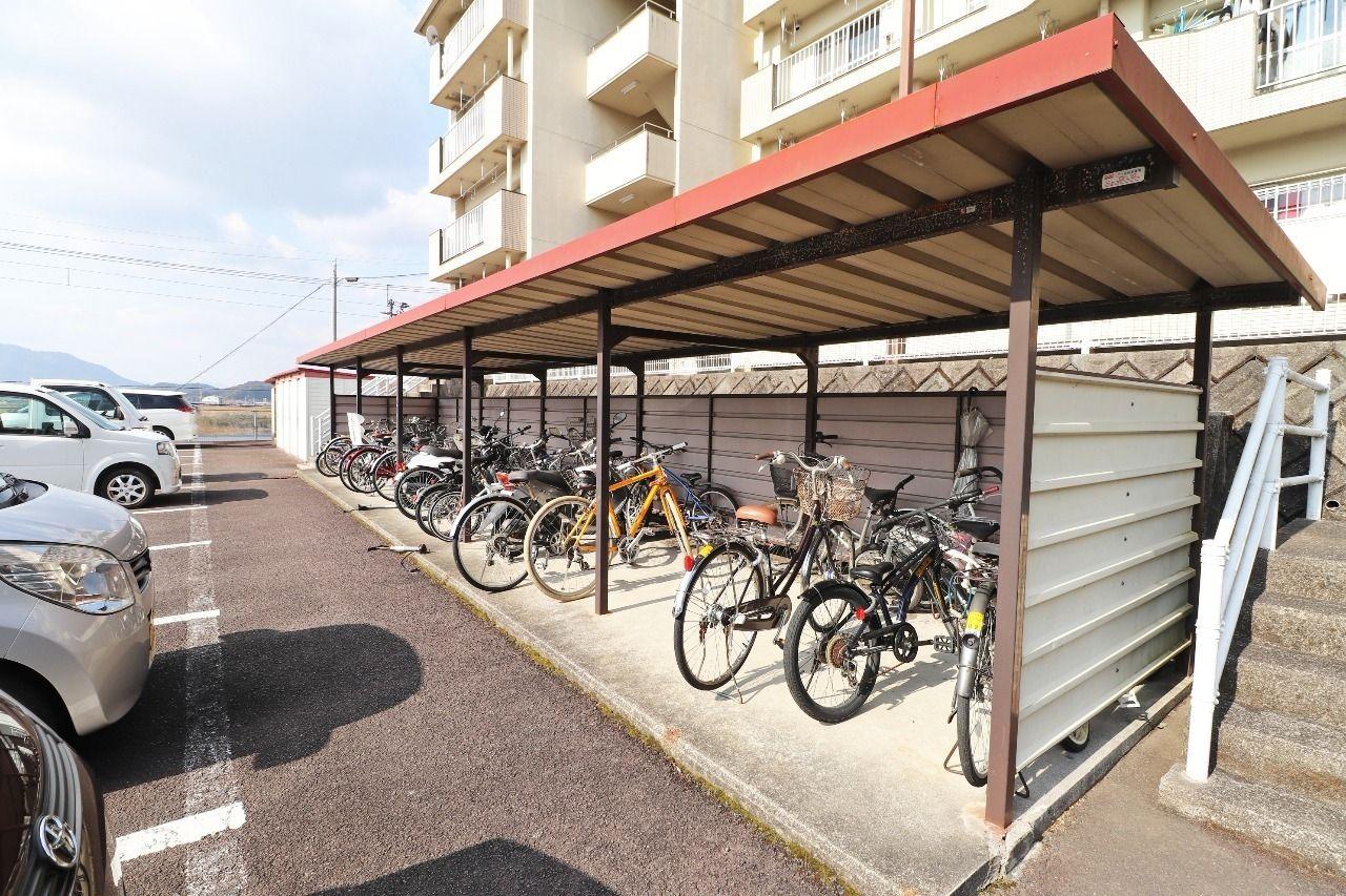 自転車やバイクをお持ちの方に嬉しい駐輪場があります。是非ご利用下さい。