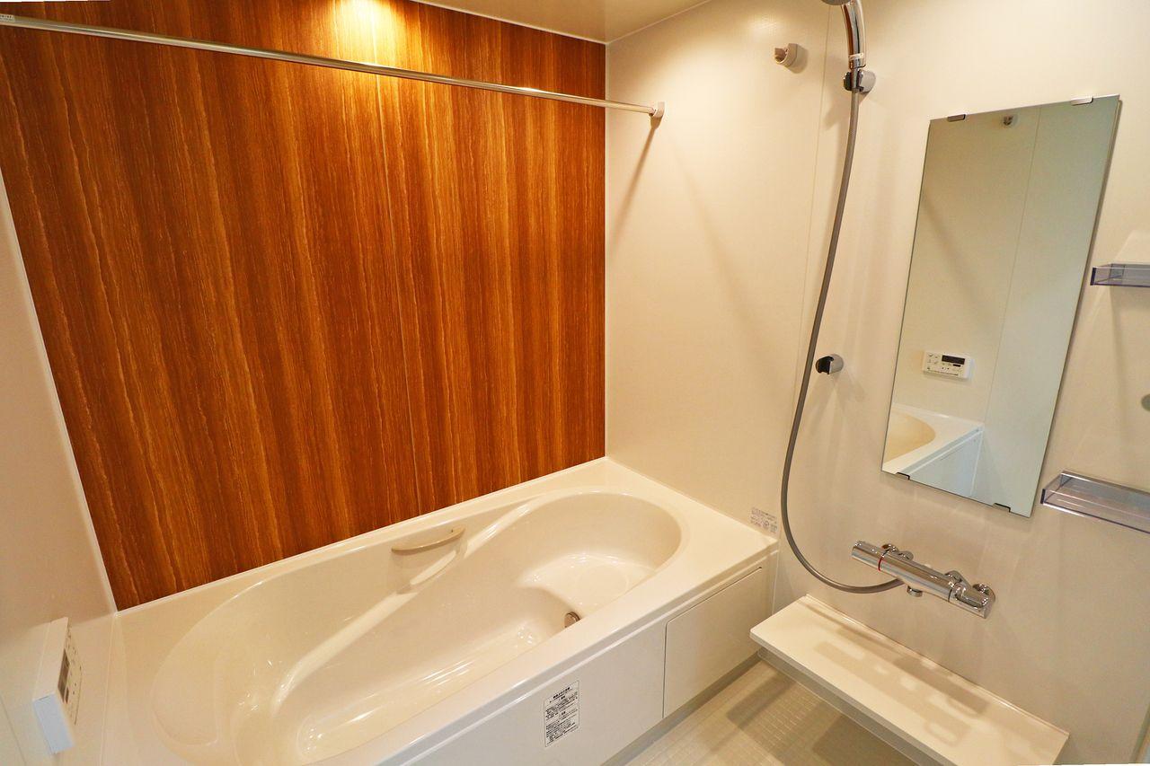 浴室乾燥機にサーモスタットバス水栓がついた浴室は、なんと一坪。毎日の疲れを癒してくれます。