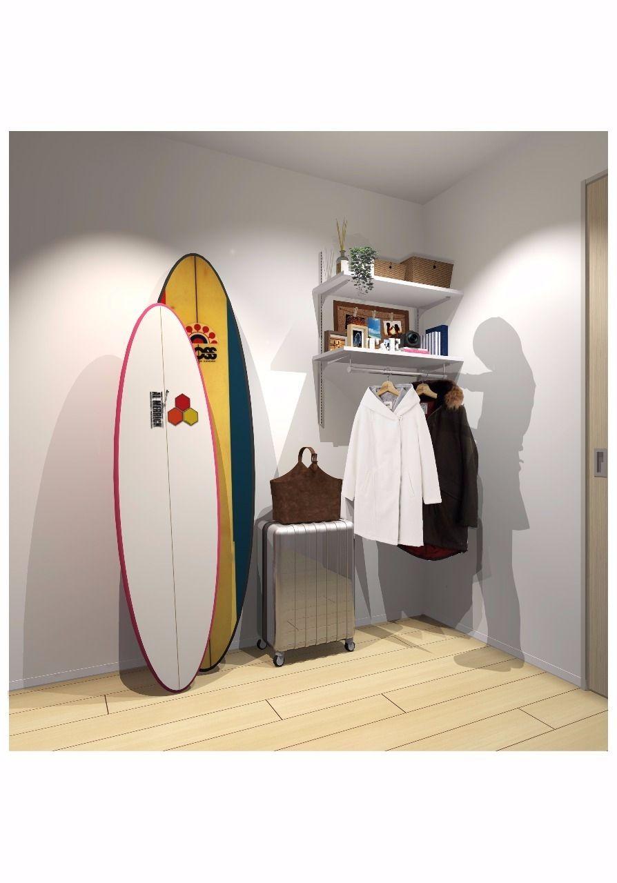 ベッドルームにあるパイプ付可動棚がデイリークロークとしても活用できます!