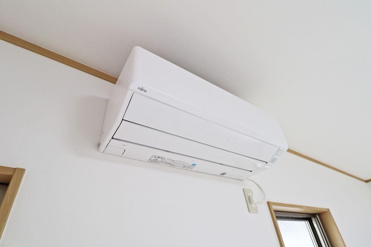 LDKとそれぞれの洋室にエアコン完備!どのお部屋でも快適に過ごせます。