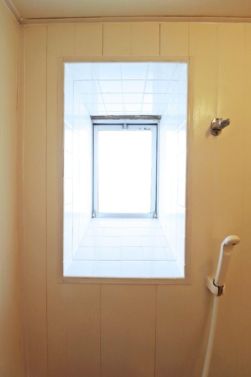 お風呂を明るくしてくれる浴室窓付き!換気能力もアップします!