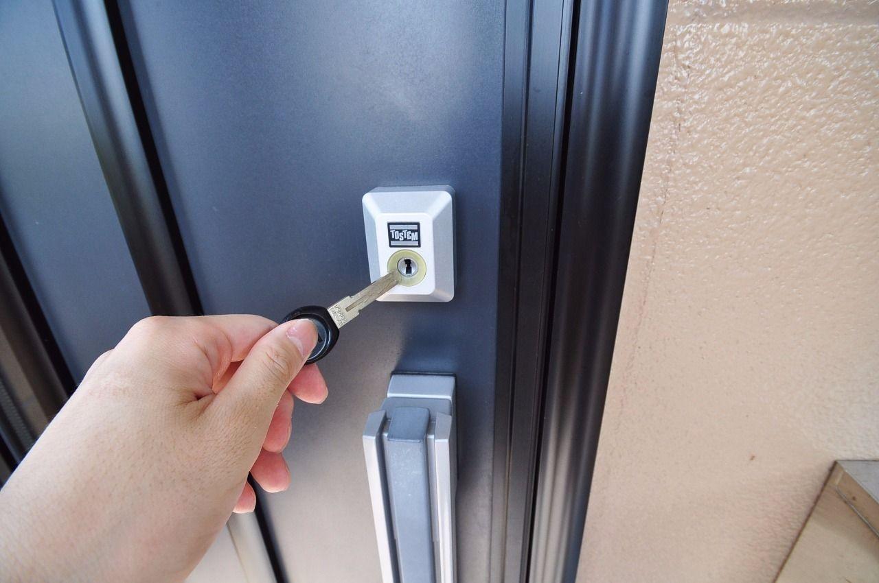 玄関錠には彫刻キーとも言われるウェーブキーが使われています。高い防犯性能を発揮!