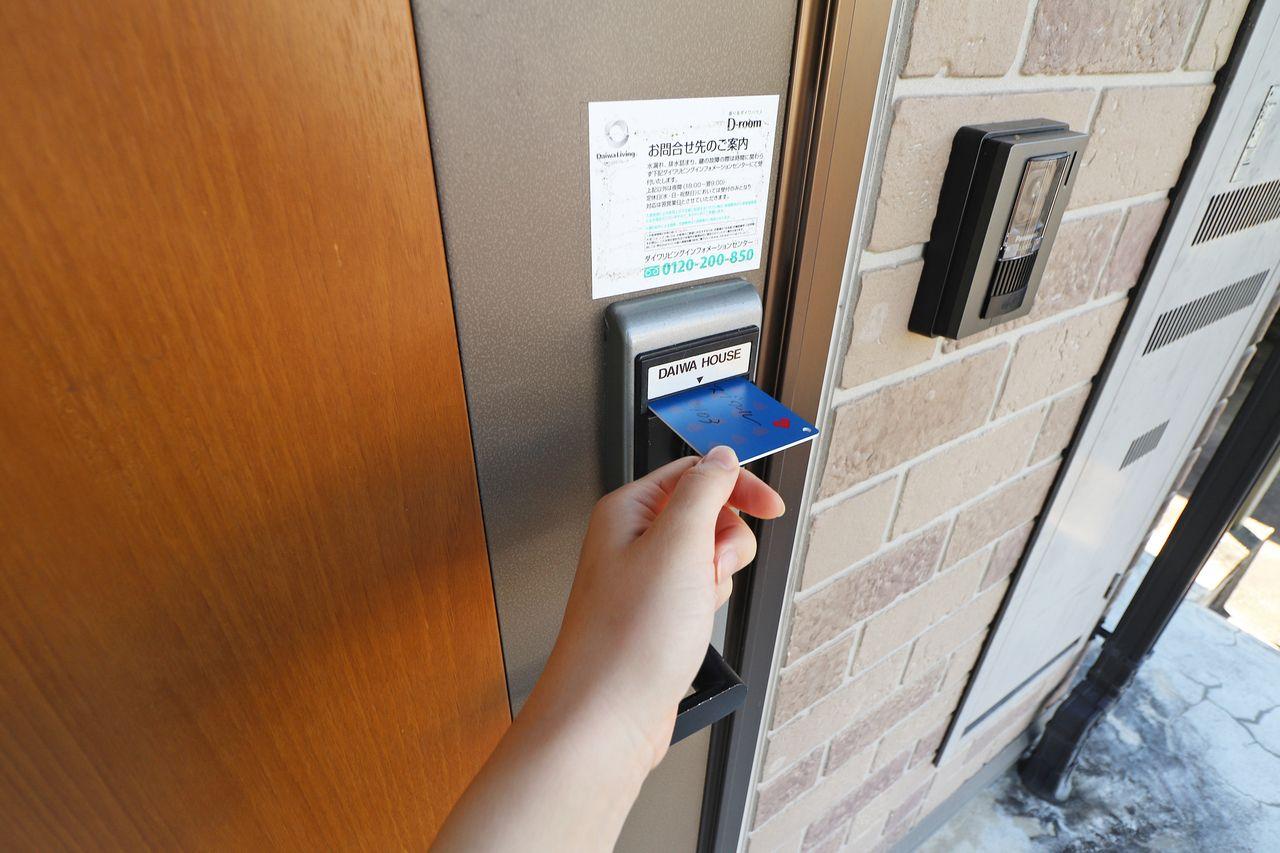 持ち運びが楽なカードキー。ピッキングにも強く複製される可能性が低い為、防犯対策にも効果的です。