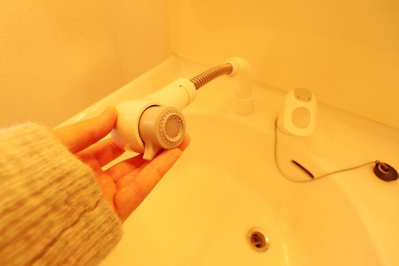 伸びるタイプのシャワー洗面台なので、バタバタする忙しい朝にパパッと頭を濡らせてヘアセット!ボウルのお掃除もラクラク♪