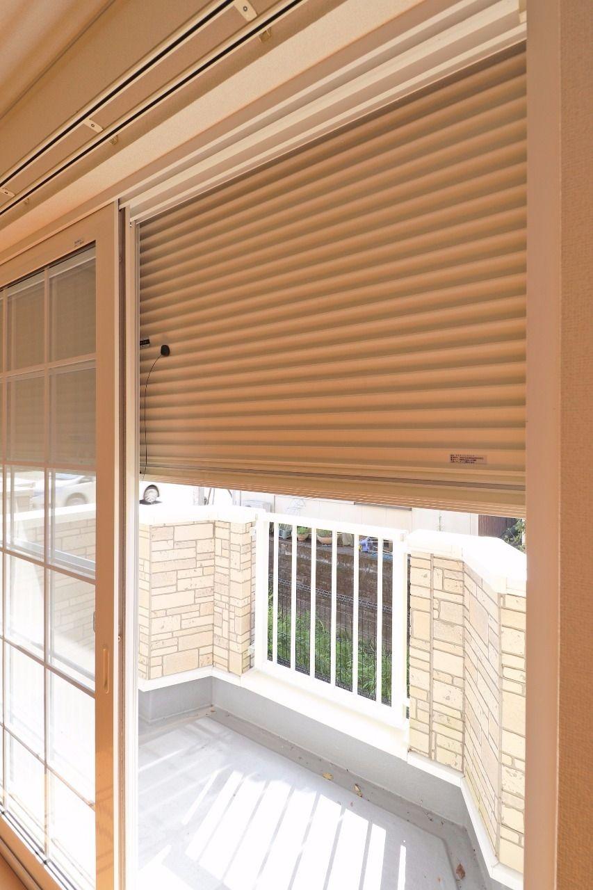 台風のとき、窓が心配!そんな心配は無用です。閉めれば雨風だけでなく日差しも防げるのが雨戸の利点!