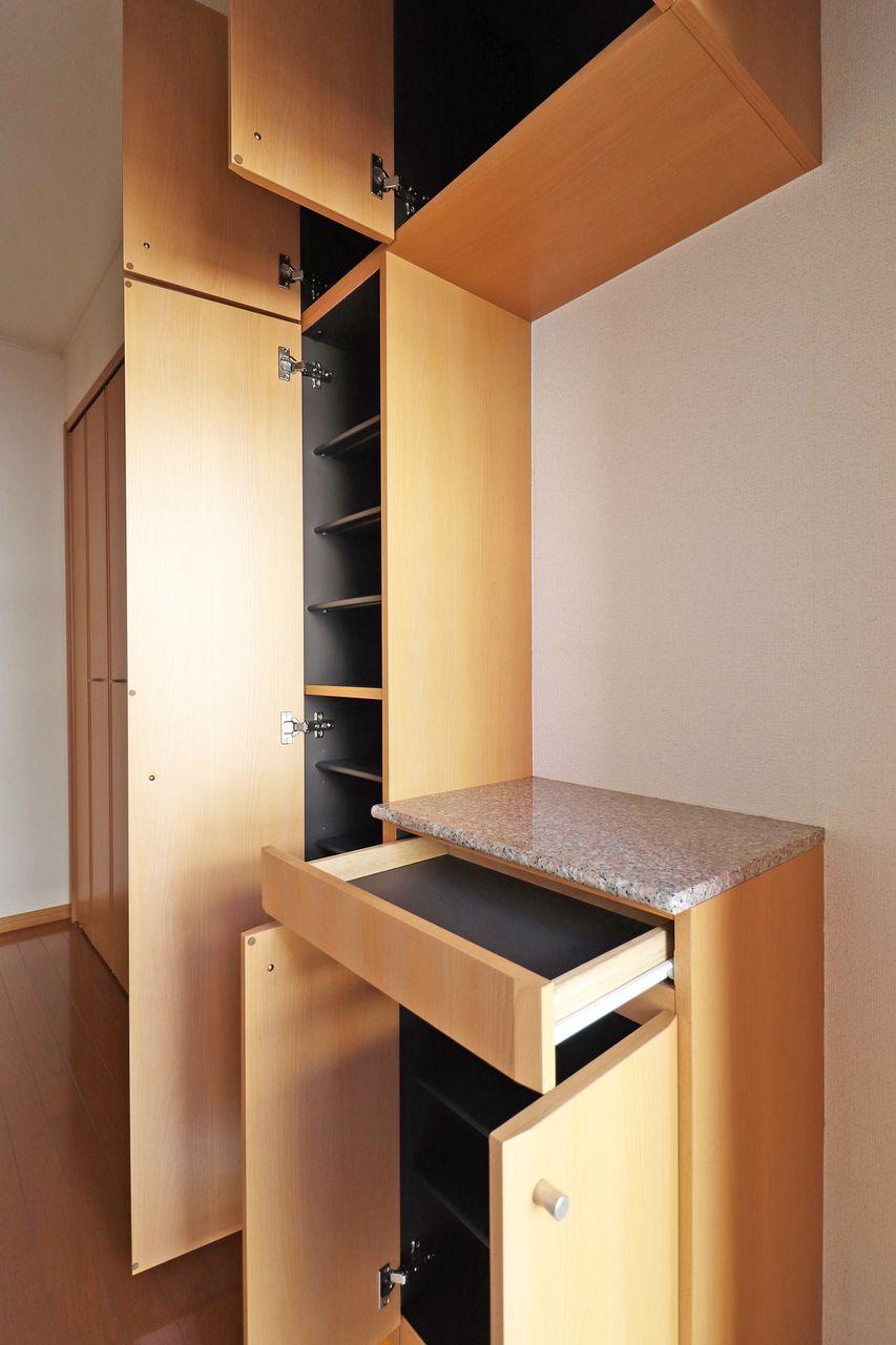 大容量のシューズボックス!玄関スペースがあまり広くないので、しっかり収納してスマートな玄関を目指しましょう!