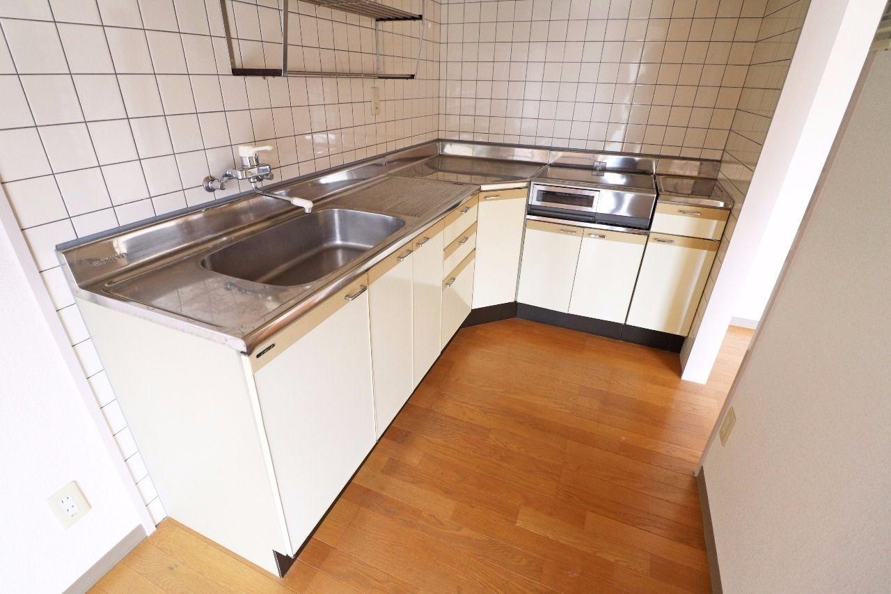 広々としたキッチン。狭いキッチンで窮屈な思いをするのは、もうおしまいです!