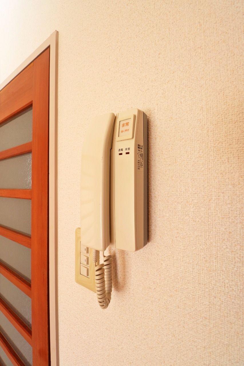 玄関を開けなくても来訪者を確認できるので、防犯対策として優秀です。