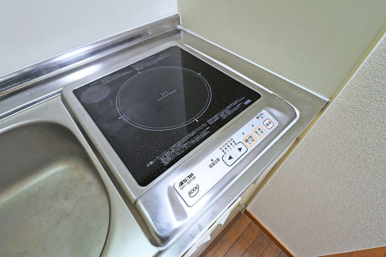 揚げ物などの際、温度制御がやりやすいIHクッキングヒーター。掃除も拭くだけで便利です。
