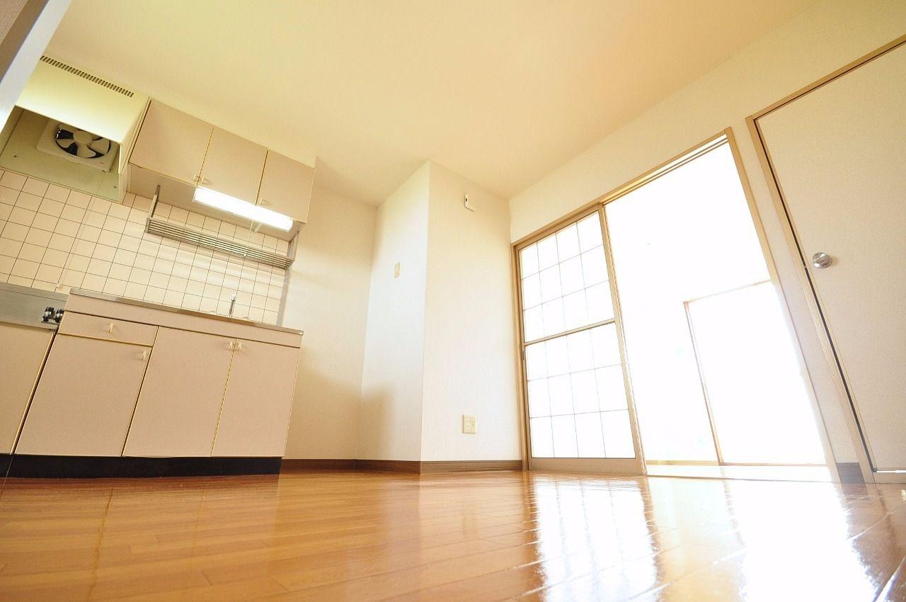 DK横の洋室はリビングとして?居室として?まとまっているから使い方は自由自在。