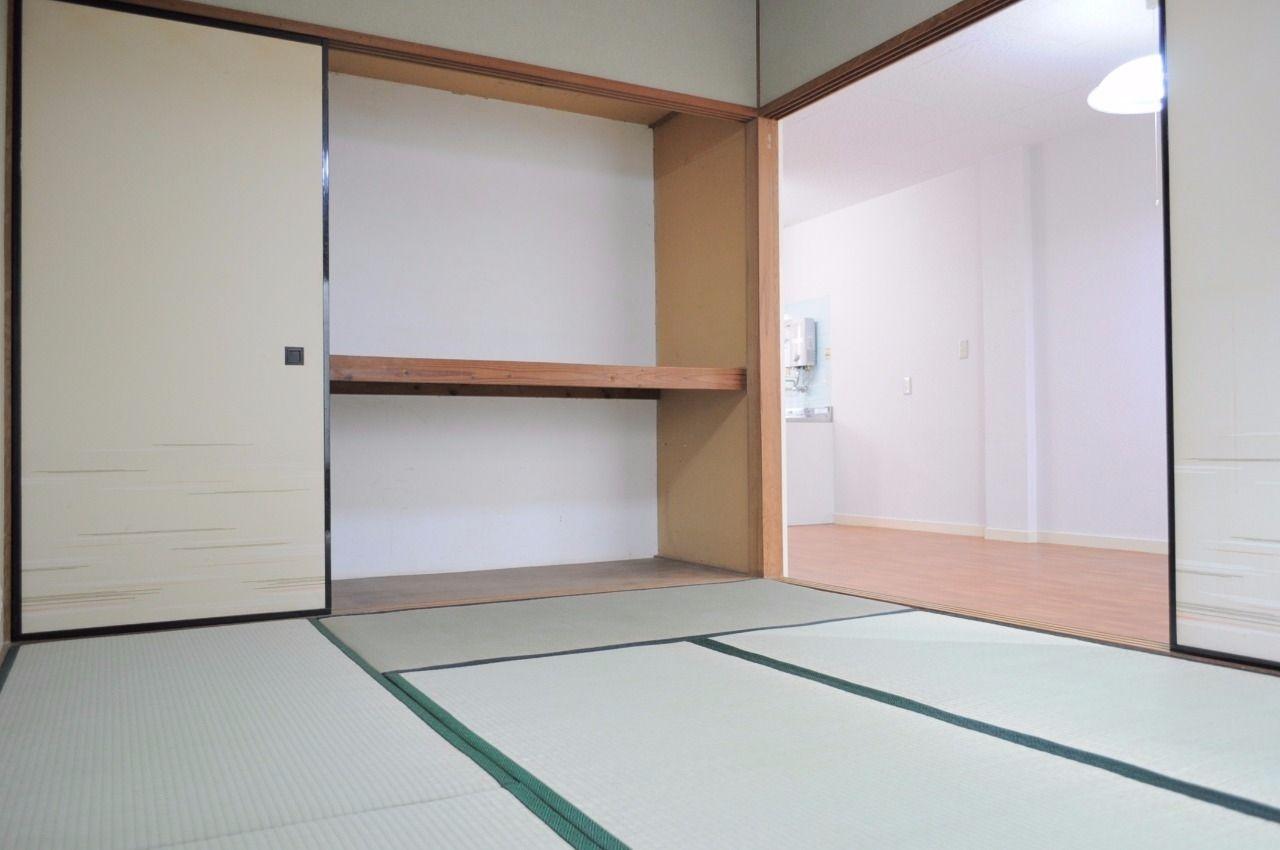 洋室ばかりの賃貸物件が増えてきましたが、柔らかい和室があるのは結構便利です。
