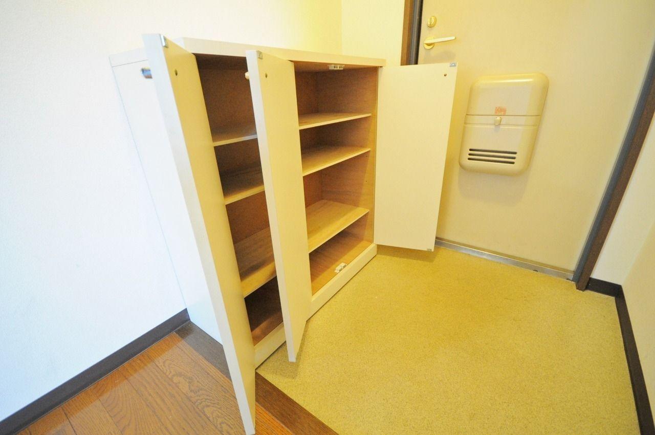 下駄箱を活用することで、玄関の清潔さが保たれます。是非ご利用下さい。