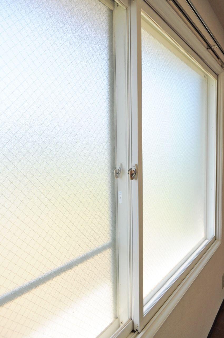 遮音性、断熱性のある二重窓です。 冷暖房の効きも良くしてくれます。