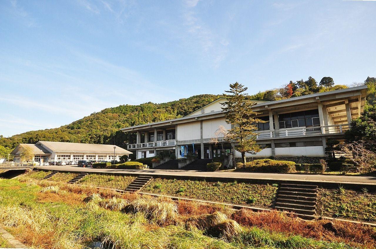 体育館・トレーニングルーム・武道場・卓球場・温水プールなど色々できる施設です。こちらも運動不足解消に是非ご利用下さい。