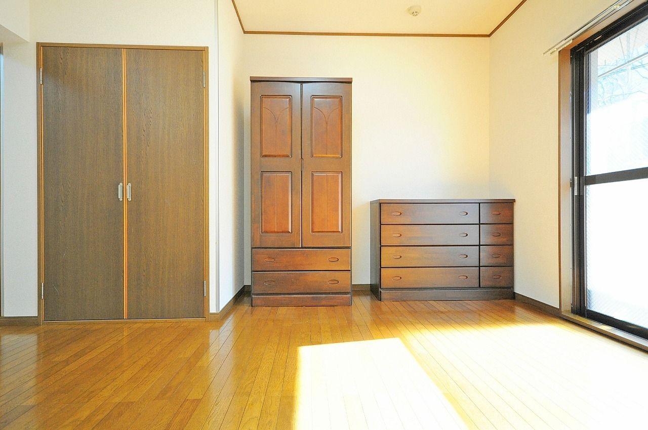 移動可能なタンスが備え付けられています。ご自身で用意する必要がなく、お引っ越しも楽になりますよ。