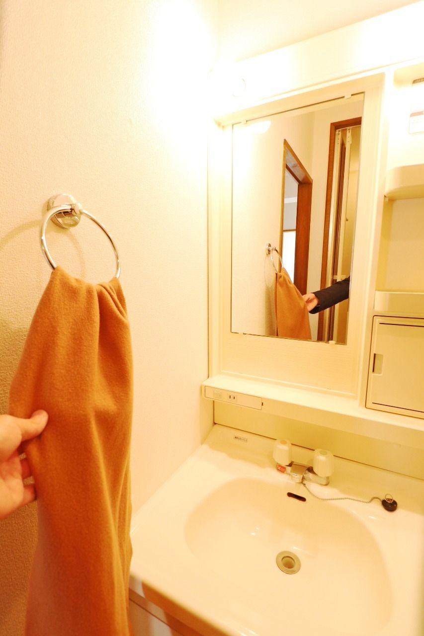 タオル掛けの位置もばっちりで、使い勝手がいい洗面台です!