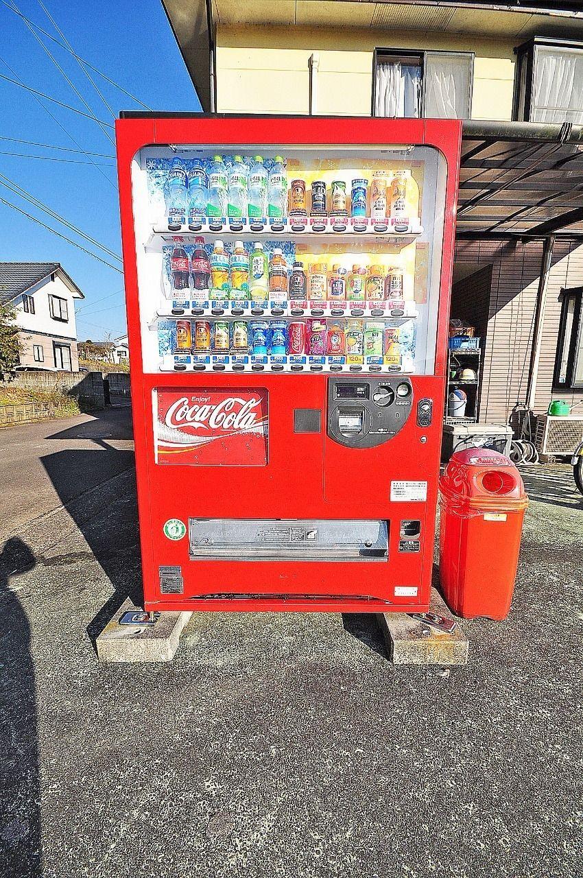 自由が丘は立地的に帰るまでにはスーパーや量販店など通りますが、ちょっとノドが渇いたなというときには歩いて行ける自動販売機が重宝します!