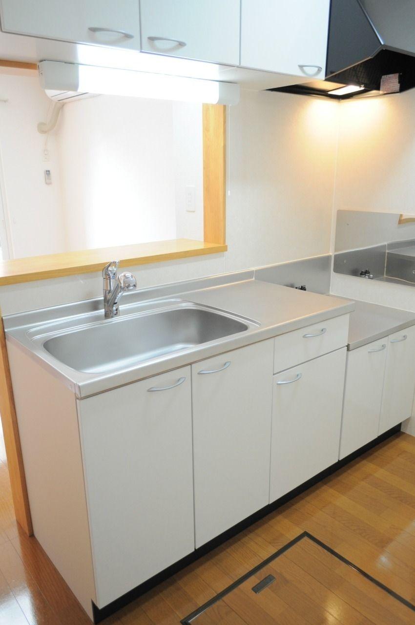 人気のカウンターキッチンです。キッチン周辺をあまり覗かれたくない方も安心な設備!テレビを見ながらのお料理もできます。