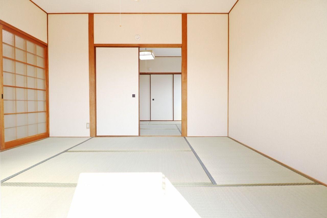 ふたつの和室を繋げると広々12畳!友人や家族が大勢遊びに来たときなんかはこの広さがあるのは嬉しいですよね♪