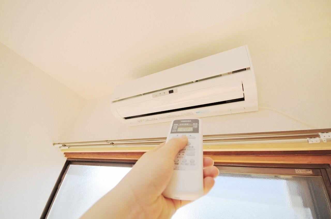 エアコンが設備として設置してあります。このおかげで夏の暑さも、冬の寒さも快適に過ごせます。
