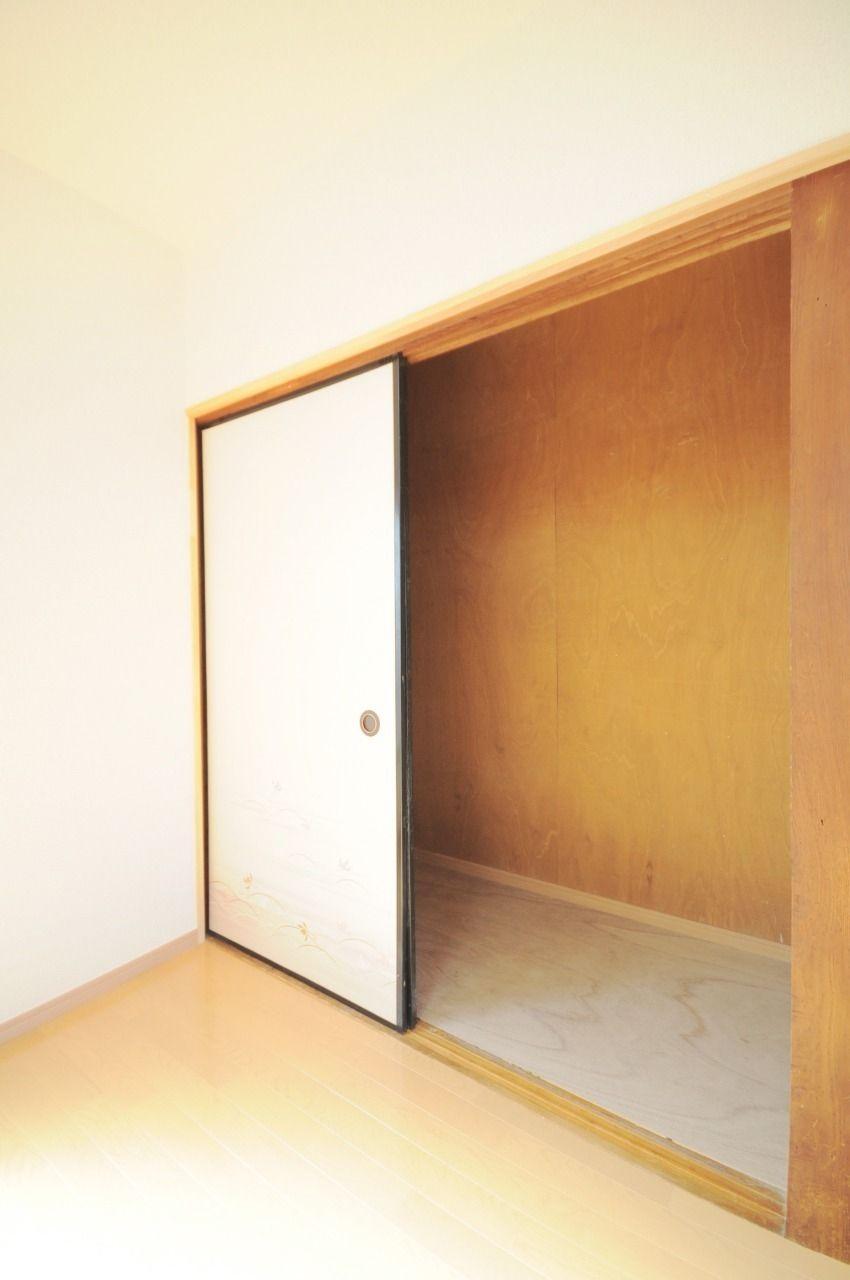 2階には押入れが2つあります。どちらとも大容量で収納能力も抜群です。