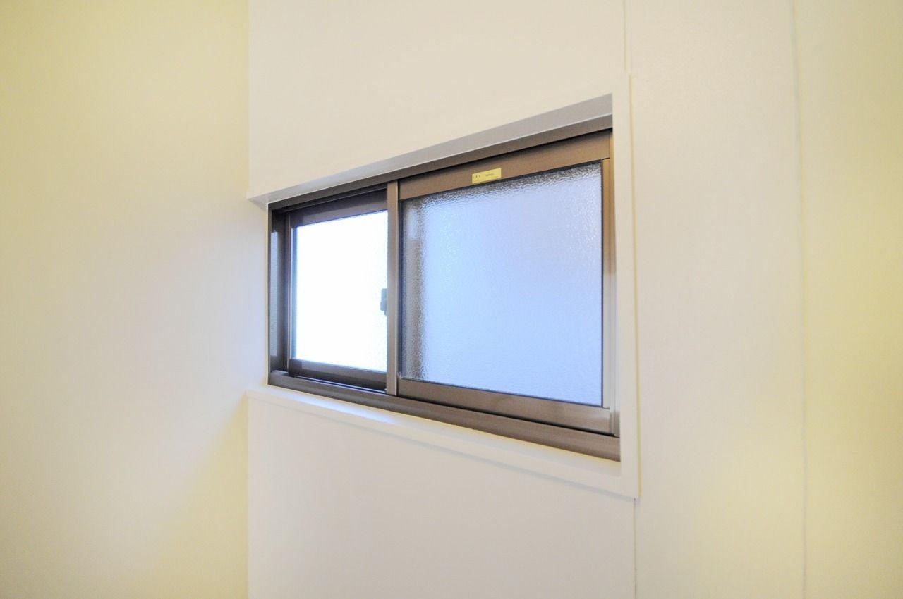 光も空気も取り入れてくれて、換気扇だけでは防げないカビの繁殖を抑える効果があります。