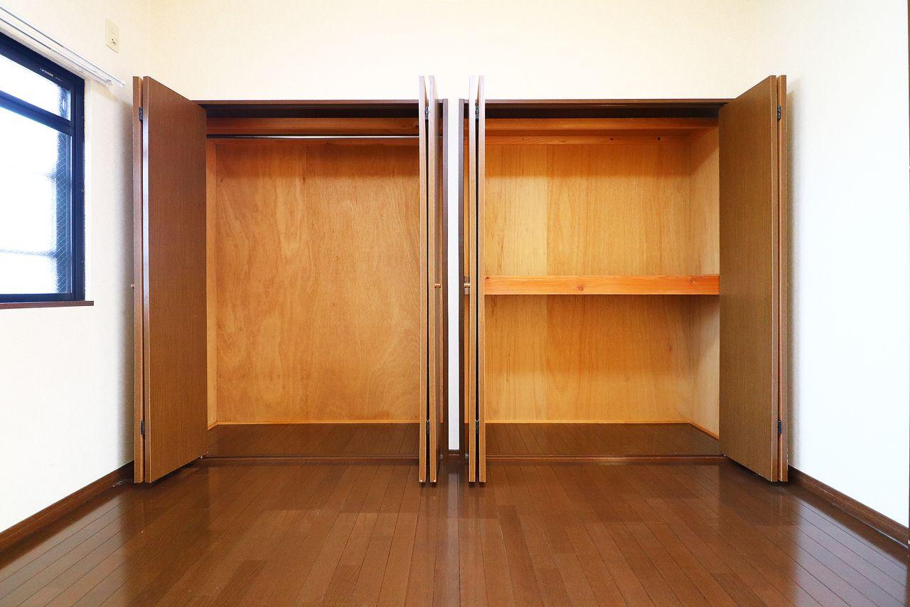 壁一面のクローゼットと収納は、荷物が多い方にもきっと満足して頂けるはず♪
