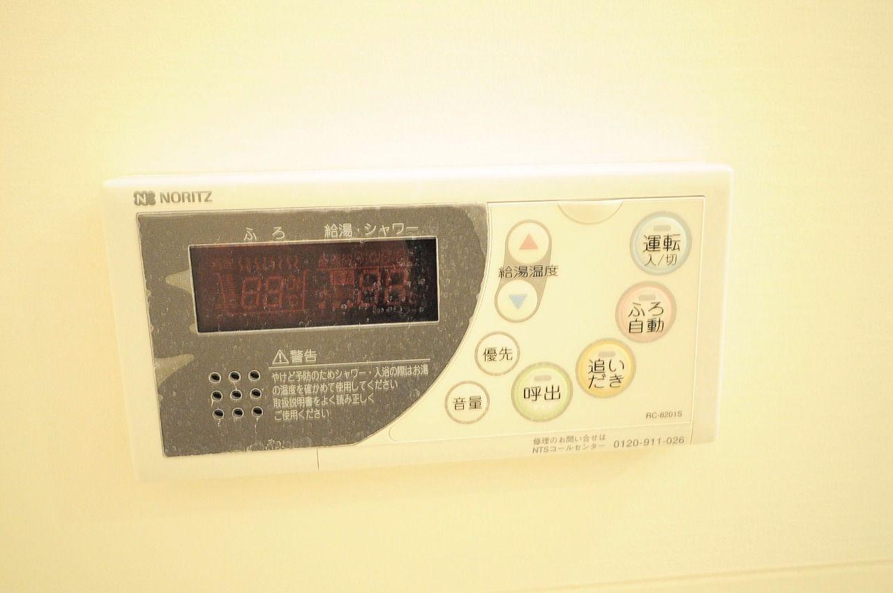 湯の温度設定、追焚、自動湯張りと便利な設備が付いています。