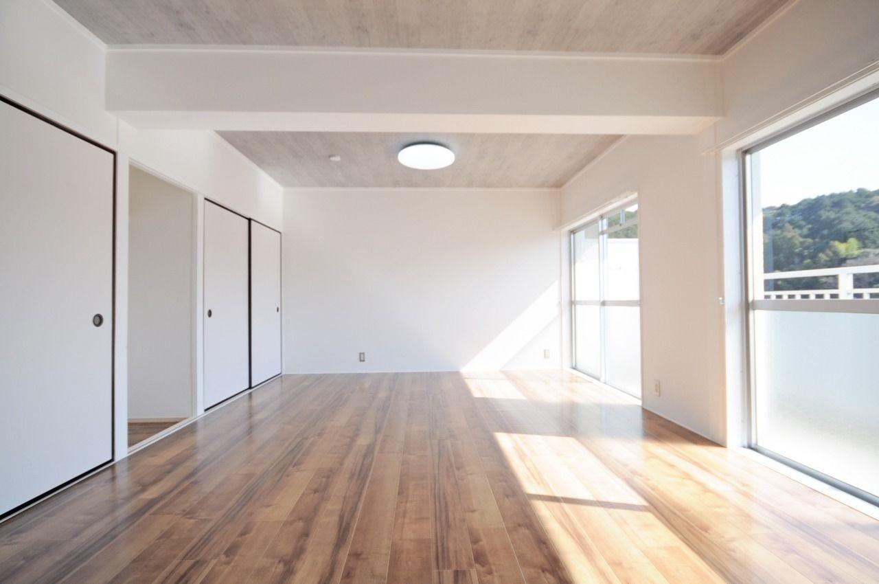 南側にドーン!と広がる南側洋室12畳。あなたはこのお部屋をどのように使いますか?