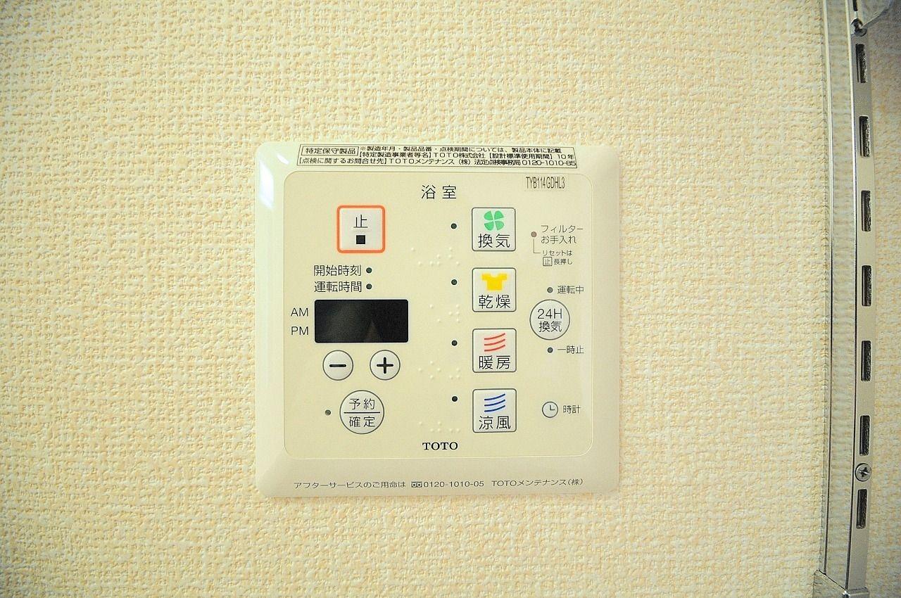 雨天気の時は生乾きを防いでくれます。また暖房機能を使用することで、冬場の寒い浴室も暖めてくれます。