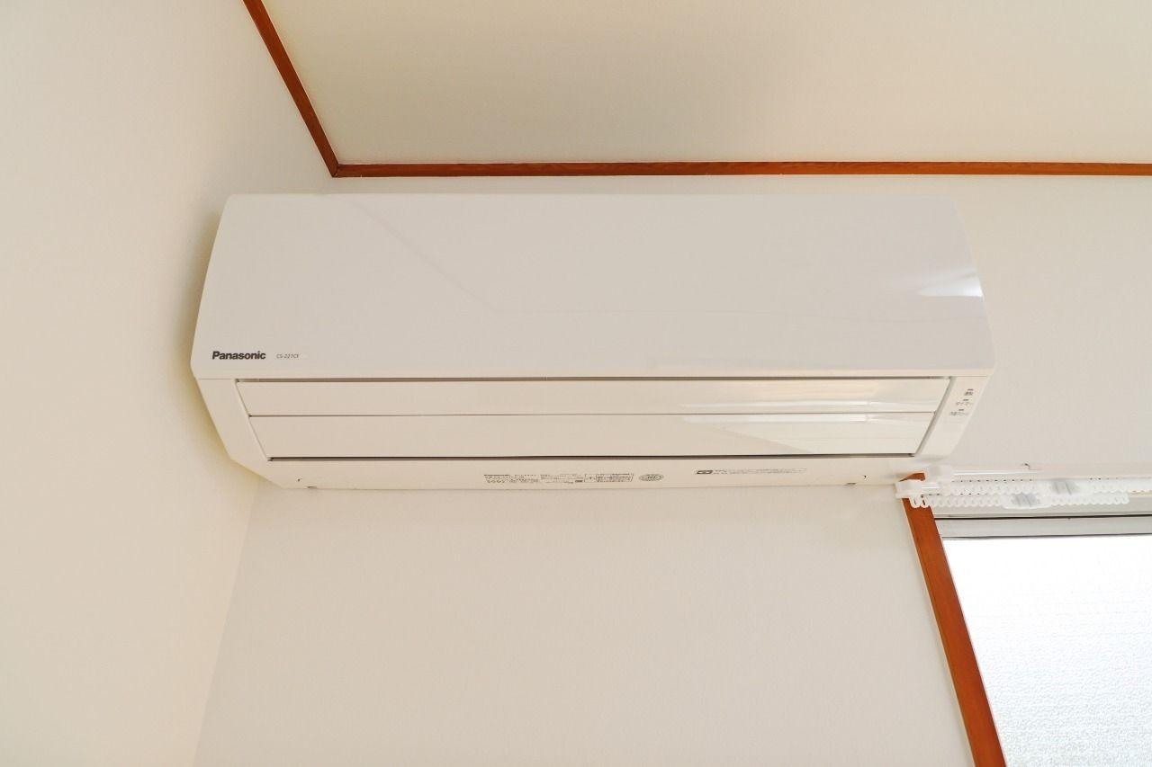 新しいものほど財布(電気代)にも体にも優しい。引っ越しでエアコンを買って設置して…という手間もありません。