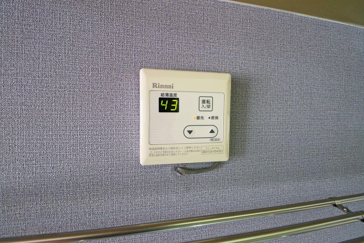 無くても気にならないけど、あると嬉しい!温度調節ができるリモコンが付いています。