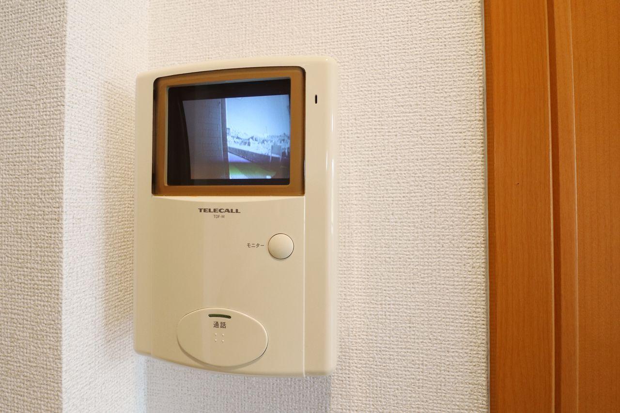 室内から来訪者を確認できるため、防犯対策にも役立ちます♪