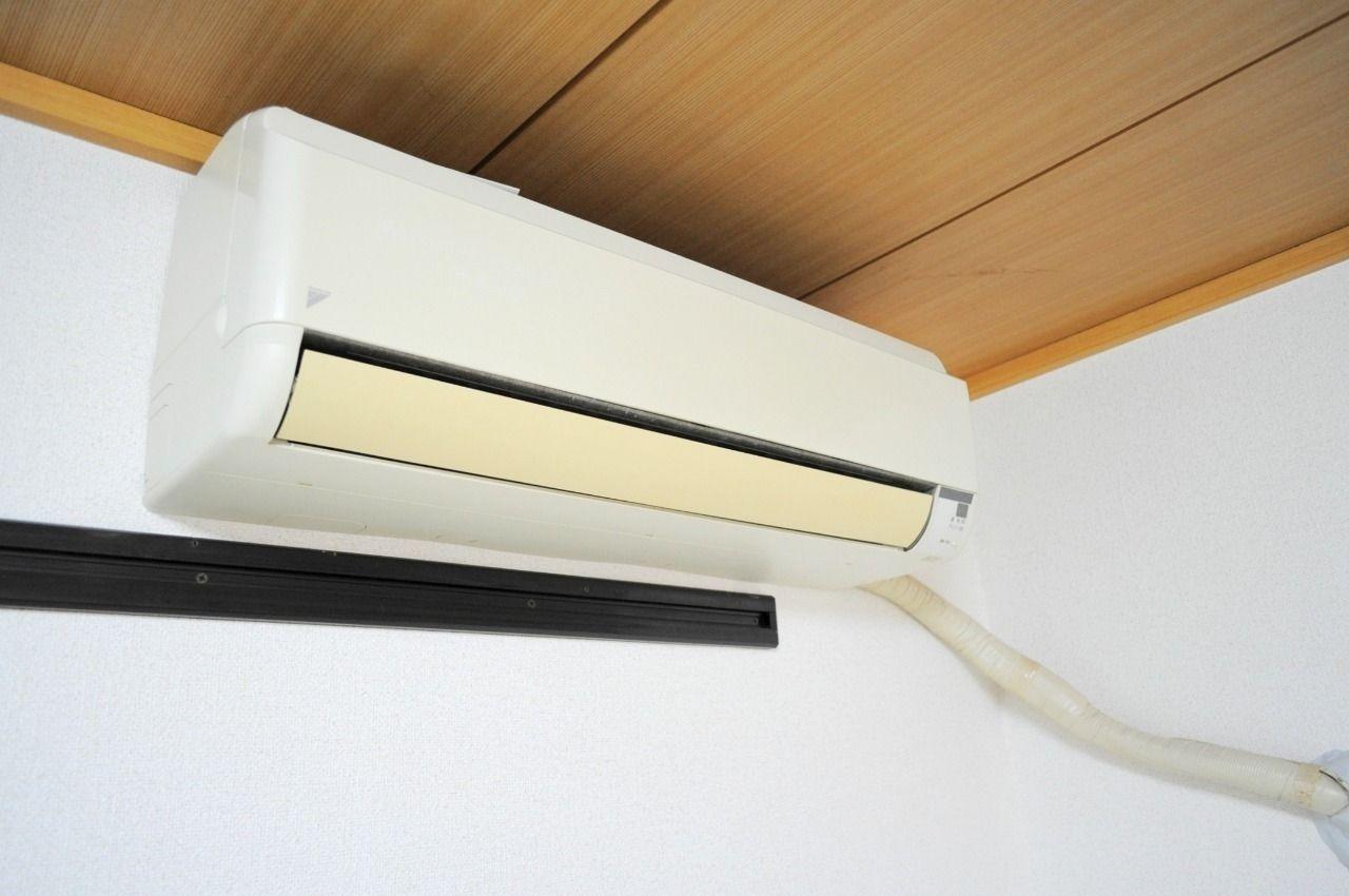 南東側和室にはエアコンを設置しています。エアコンの効いた生活は幸せですよね。