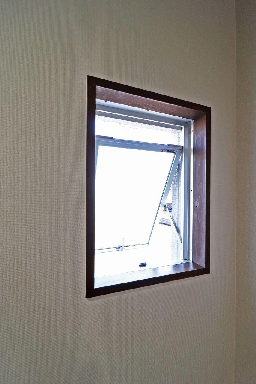 換気が必要なのはお部屋だけじゃありません。開けておくとDKから廊下を風が駆け抜けて夏はとても気持ちいいですよ。