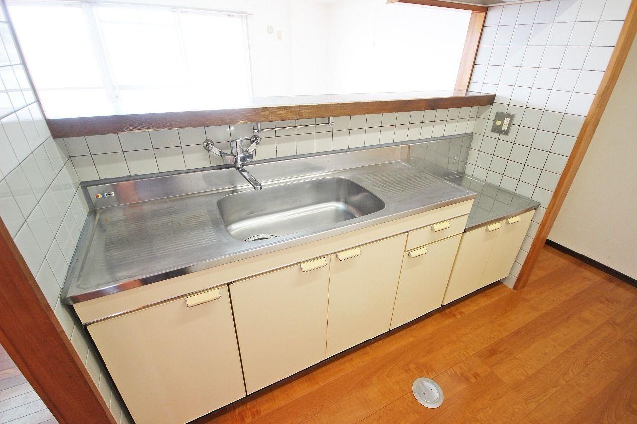 人気設備の一つ、カウンターキッチン。さらに!1001号室は2口のIHコンロが付いております!