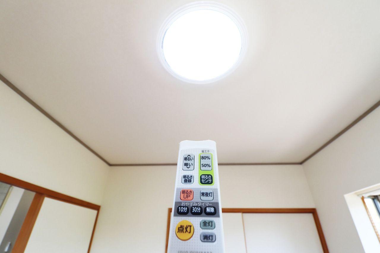 全室リモコン照明となっているため、手元でピピっと明るさ調整ができます♪
