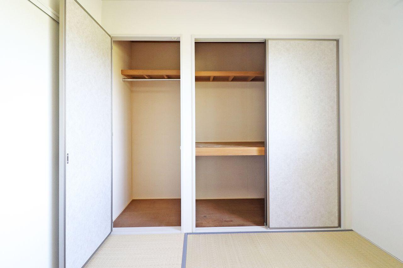 和室には押入れと長物が仕舞えるクローゼットがついています。