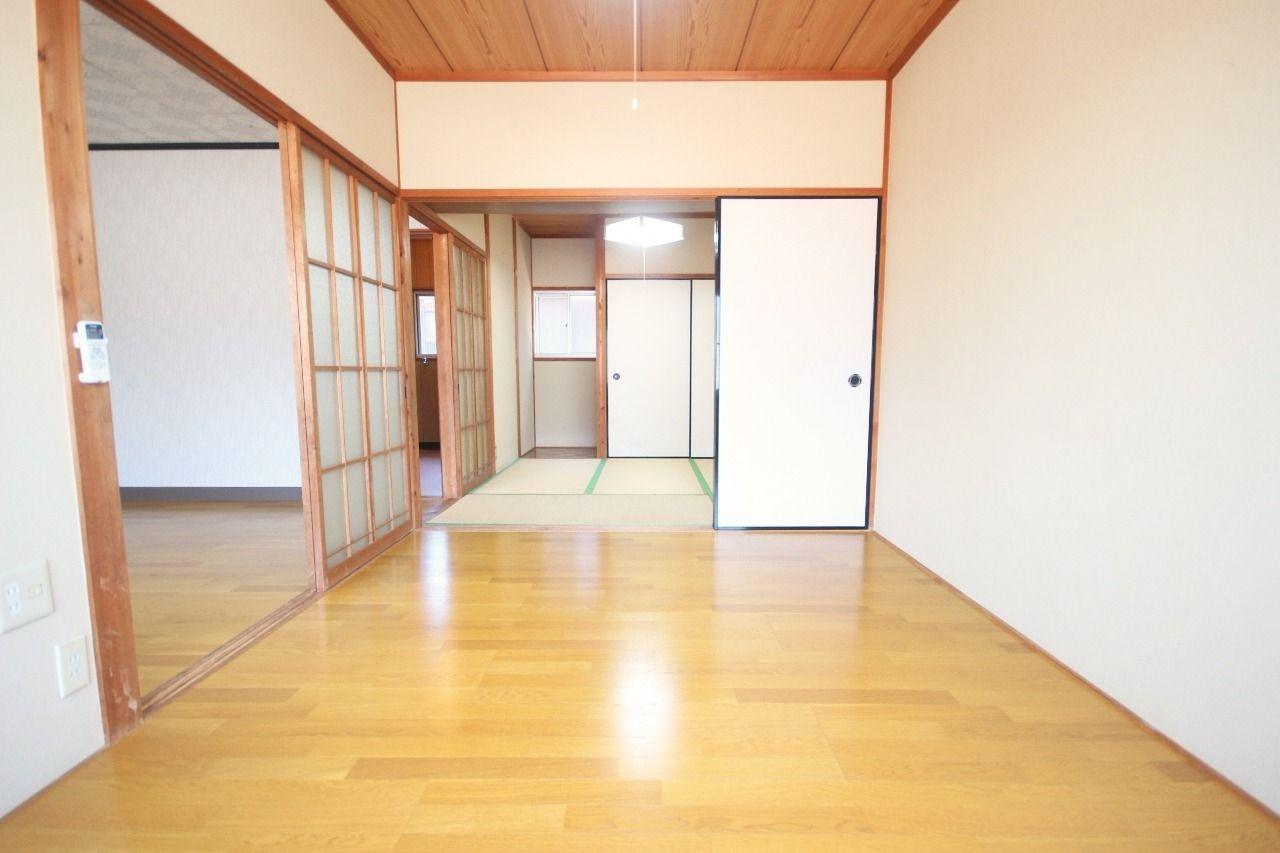仕切りを外せば10.5畳の広々空間に!10.5畳のワンルームとして伸び伸び暮らしていくのもアリですね。