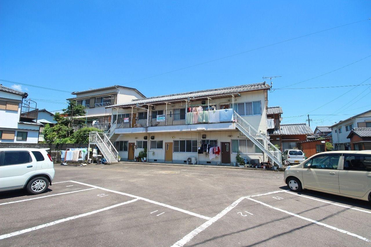 なんとこの柳荘、2台分の駐車場がサービスとなっております!お家賃も安く、オーナーさんの心遣いが伝わってきます。