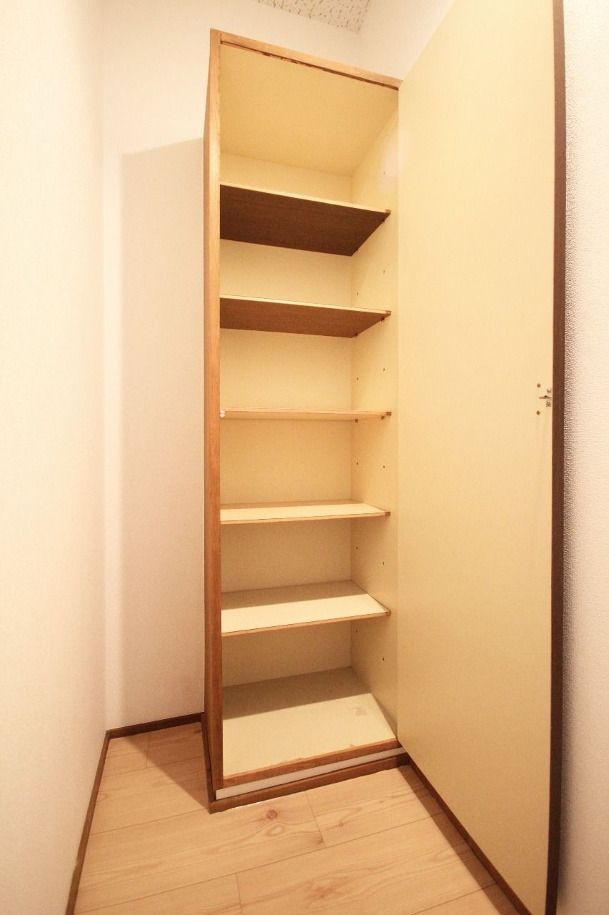 大容量の下駄箱を設置しています。靴を片づける事で出入りがスムーズになります。