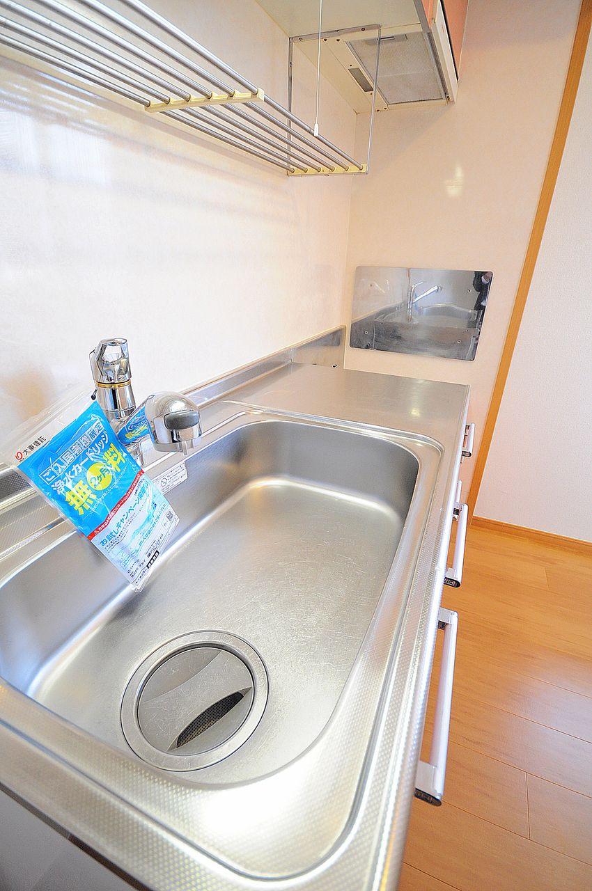リビングから目隠しされた広々キッチンは使いやすさも計算されていますね。